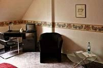 Behagliche Doppelzimmer mit Telefon, Sat-TV, Dusche und WC.