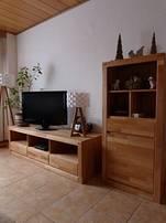 Side Board mit Fernseher (Internetanschluß)
