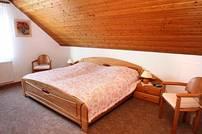 Gemütliche Betten im Landhausstil