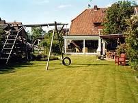Garten mit eigenem Spielplatz